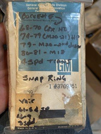 NOS 3709351 TRANSMISSION SNAP RING - 5 ea